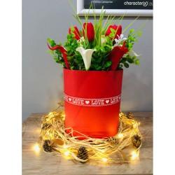 'Love' Kutuda Çiçekler